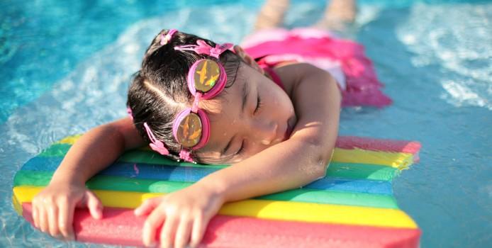 Обучение детей плаванию летом